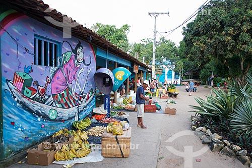 Alimentos à venda no mercado da Vila de Barra Grande  - Maraú - Bahia (BA) - Brasil