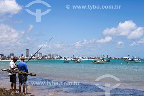 Pescadores na orla da Praia de Tambaú  - João Pessoa - Paraíba (PB) - Brasil