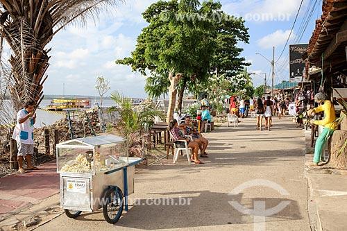Rua comercial na orla da Praia do Jacaré  - Cabedelo - Paraíba (PB) - Brasil