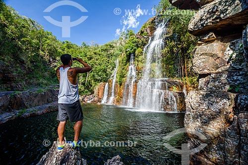 Turista na Cachoeira Almécegas I no Parque Nacional da Chapada dos Veadeiros  - Alto Paraíso de Goiás - Goiás (GO) - Brasil