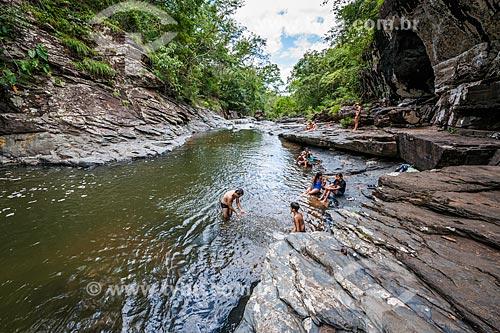 Banhistas na Cachoeira Morada do Sol no Parque Nacional da Chapada dos Veadeiros  - Alto Paraíso de Goiás - Goiás (GO) - Brasil
