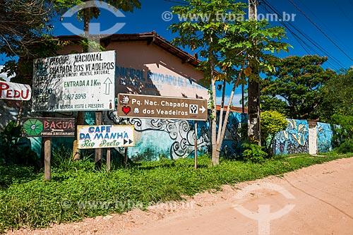 Placas de pousadas no distrito de São Jorge  - Alto Paraíso de Goiás - Goiás (GO) - Brasil