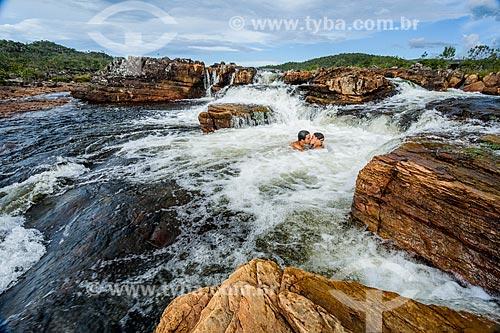 Casal no Rio Negro no Parque Nacional da Chapada dos Veadeiros  - Alto Paraíso de Goiás - Goiás (GO) - Brasil