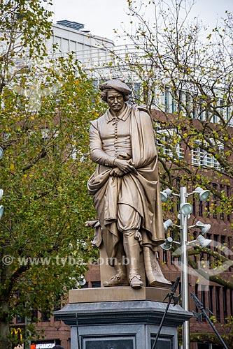 Detalhe de escultura na Praça Rembrandt (Rembrandtplein)  - Amsterdam - Holanda do Norte - Holanda