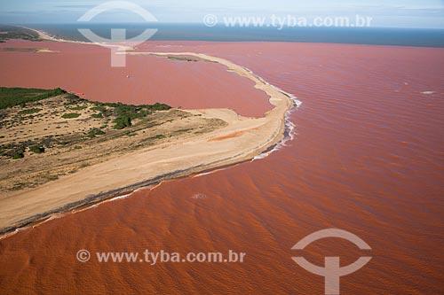 Foz do Rio Doce após o rompimento de barragem de rejeitos de mineração da empresa Samarco em Mariana (MG)  - Linhares - Espírito Santo (ES) - Brasil