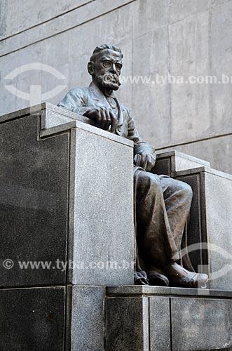 Estátua em homenagem ao escritor Machado de Assis na Academia Brasileira de Letras (ABL)  - Rio de Janeiro - Rio de Janeiro (RJ) - Brasil
