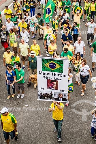 Cartaz em homenagem o Juiz Sergio Moro, Polícia Federal e ao Procurador Rodrigo Janot durante manifestação pelo impeachment da Presidente Dilma Rousseff em 13 de março  - Florianópolis - Santa Catarina (SC) - Brasil