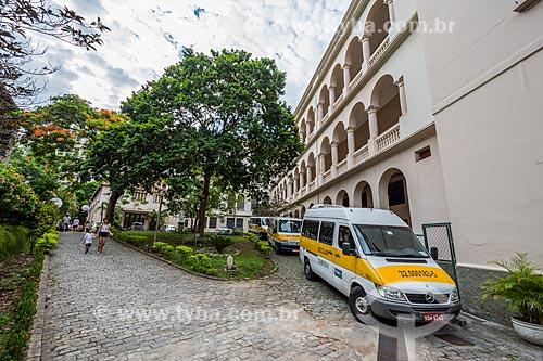 Vans escolares na entrada do Colégio Sion  - Rio de Janeiro - Rio de Janeiro (RJ) - Brasil