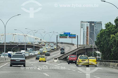 Tráfego no Viaduto Engenheiro Freyssinet (1974) - também conhecido como Viaduto da Paulo de Frontin  - Rio de Janeiro - Rio de Janeiro (RJ) - Brasil
