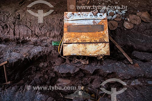 Mobiliário de casa soterrada pela lama no distrito de Paracatu de Baixo após o rompimento de barragem de rejeitos de mineração da empresa Samarco em Mariana (MG)  - Mariana - Minas Gerais (MG) - Brasil