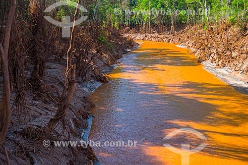Rio Gualaxo do Norte no distrito de Paracatu de Baixo após o rompimento de barragem de rejeitos de mineração da empresa Samarco em Mariana (MG)  - Mariana - Minas Gerais (MG) - Brasil
