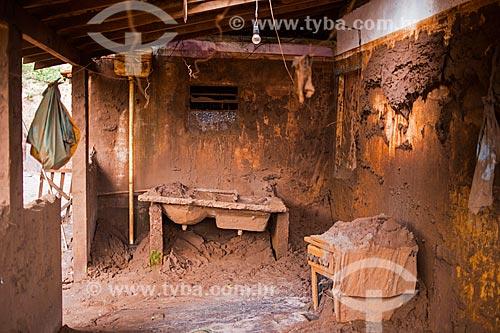 Interior de casa no distrito de Paracatu de Baixo após o rompimento de barragem de rejeitos de mineração da empresa Samarco em Mariana (MG)  - Mariana - Minas Gerais (MG) - Brasil