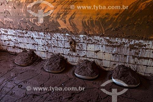 Interior de escola soterrada pela lama no distrito de Paracatu de Baixo após o rompimento de barragem de rejeitos de mineração da empresa Samarco em Mariana (MG)  - Mariana - Minas Gerais (MG) - Brasil