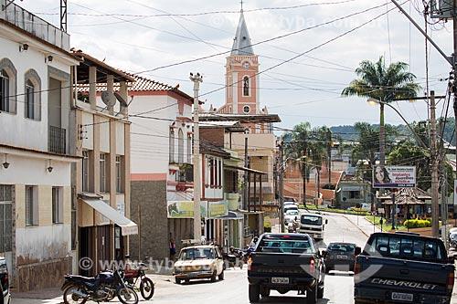 Vista da Rua Dr Silvio Tranqueira com a Igreja de Nossa Senhora das Dores (1901) ao fundo  - Dores de Campos - Minas Gerais (MG) - Brasil