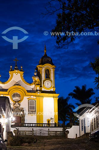 Detalhe da Igreja Matriz de Santo Antônio (1710) vista a partir da Rua da Câmara  - Tiradentes - Minas Gerais (MG) - Brasil