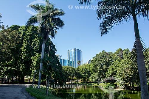 Campo de Santana com prédio comercial ao fundo  - Rio de Janeiro - Rio de Janeiro (RJ) - Brasil