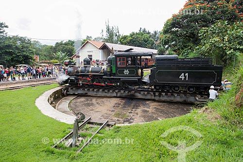 Pátio do giro de Maria-fumaça - local de inversão da direção da locomotiva - com a  The Baldwin Locomotive Works (1912) - que faz o passeio turístico entre as cidades de Tiradentes e São João del-Rei  - Tiradentes - Minas Gerais (MG) - Brasil