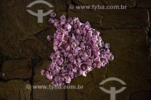 Detalhe de pétalas em formato de coração no chão da Igreja de Nossa Senhora do Rosário (1708)  - Tiradentes - Minas Gerais (MG) - Brasil