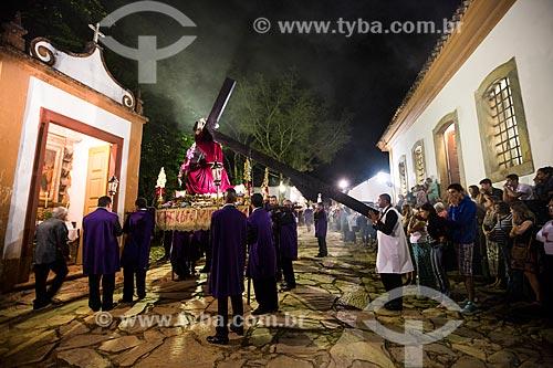 Procissão do encontro entre as imagens de Jesus Cristo e Nossa Senhora - durante a festividade de Bom Jesus dos Passos - com o Capela dos Passos da Paixão (1740) na Rua Direita  - Tiradentes - Minas Gerais (MG) - Brasil