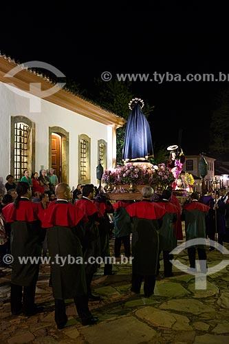 Procissão do encontro entre as imagens de Jesus Cristo e Nossa Senhora - durante a festividade de Bom Jesus dos Passos - com o Museu de Santana à direita  - Tiradentes - Minas Gerais (MG) - Brasil