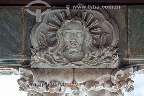 Detalhe de escultura na fachada da Igreja de São Francisco de Assis (1774)  - São João del Rei - Minas Gerais (MG) - Brasil