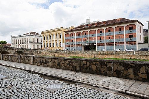 Vista da Rua Manoel Anselmo com a Prefeitura de São João del Rei - à esquerda - prédio da Secretaria da Fazenda e Hotel Ponte Real - à direita  - São João del Rei - Minas Gerais (MG) - Brasil