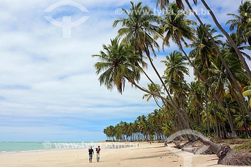 Vendedor ambulante na orla da Praia dos Carneiros  - Tamandaré - Pernambuco (PE) - Brasil