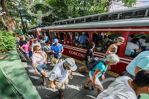 Turistas chegando ao Cristo Redentor  - Rio de Janeiro - Rio de Janeiro (RJ) - Brasil