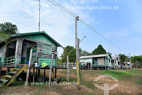 Casas de palafita as margens do Rio Negro - Parque Nacional de Anavilhanas  - Novo Airão - Amazonas (AM) - Brasil