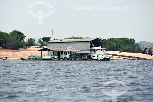 Base do ICMBio localizado em flutuante na margem do Rio Negro - Órgão gestor do Parque Nacional de Anavilhanas  - Novo Airão - Amazonas (AM) - Brasil
