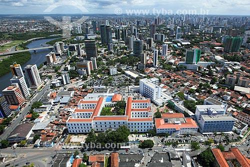 Foto aérea do Hospital Dom Pedro II (1861) - parte do Instituto de Medicina Integral Professor Fernando Figueira (IMIP)  - Recife - Pernambuco (PE) - Brasil