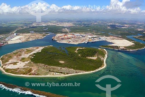 Foto aérea da Ilha da Cocaia com o Estaleiro Atlântico Sul no Complexo Portuário de Suape  - Ipojuca - Pernambuco (PE) - Brasil