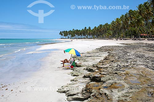 Banhista na orla da Praia dos Carneiros  - Tamandaré - Pernambuco (PE) - Brasil
