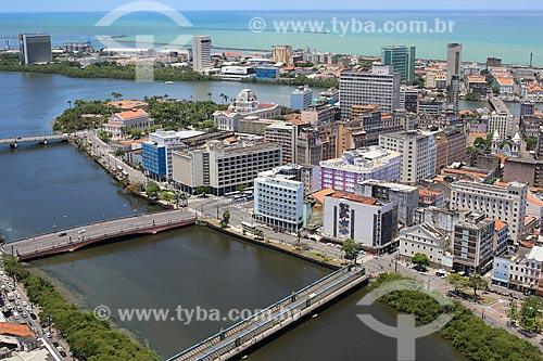 Foto aérea do centro de Recife com o Rio Capibaribe, Rio Beberibe e o Estuário do Porto de Recife  - Recife - Pernambuco (PE) - Brasil