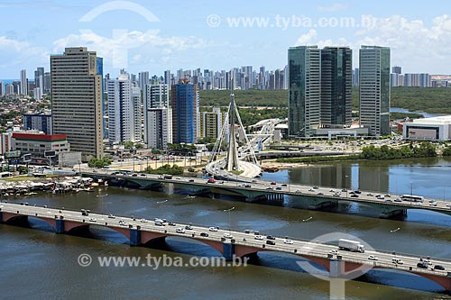 Foto aérea da Ponte Governador Agamenon Magalhães com a ponte estaiada ligando a Via Mangue à Ponte Governador Paulo Guerra  - Recife - Pernambuco (PE) - Brasil
