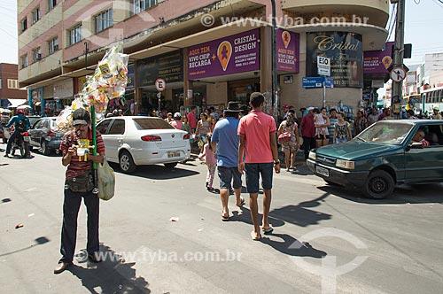 Comércio e trânsito na esquina das Ruas São Pedro e Santa Luzia  - Juazeiro do Norte - Ceará (CE) - Brasil