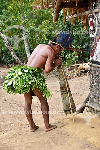 Tocador de jurupari na tribo Tatuyo às margens do Rio Negro  - Manaus - Amazonas (AM) - Brasil