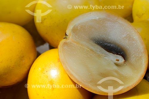 Detalhe do fruto do abieiro (Pouteria caimito) à venda em feira livre  - Rio de Janeiro - Rio de Janeiro (RJ) - Brasil