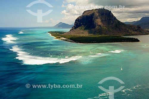Vista da Península Le Morne Brabant a partir do Oceano Índico  - Distrito de Black River - Maurício