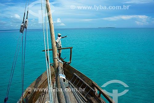Barco próximo à Ilha do Ibo  - Distrito de Ibo - Província de Cabo Delgado - Moçambique