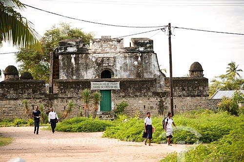 Ruína de antiga construção na Ilha do Ibo - onde atualmente funciona a Associação de Produtores de Café da Ilha do Ibo  - Distrito de Ibo - Província de Cabo Delgado - Moçambique