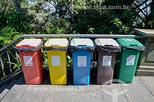 Lixeiras para coleta seletiva no Cristo Redentor  - Rio de Janeiro - Rio de Janeiro (RJ) - Brasil