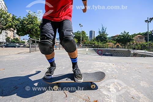 Skatista na pista de skate entre as avenidas Lauro Sodré e Venceslau Braz  - Rio de Janeiro - Rio de Janeiro (RJ) - Brasil