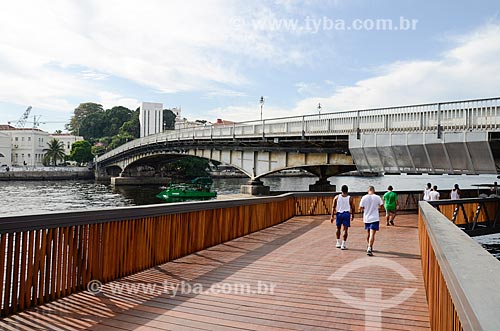 Orla Prefeito Luiz Paulo Conde (2016) com a Ponte Almirante Arnaldo Luz e a Ilha das Cobras ao fundo  - Rio de Janeiro - Rio de Janeiro (RJ) - Brasil