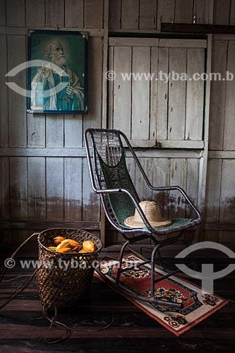 Interior de casa de produtor de cacau nativo na região do Rio Madeira  - Novo Aripuanã - Amazonas (AM) - Brasil