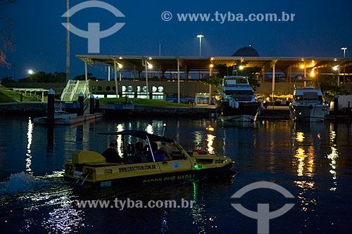 Carro anfíbio do Rio Croc Tour - carro anfíbio que faz passeio turístico na Baía de Guanabara e nas ruas da cidade do Rio de Janeiro - na Marina da Glória  - Rio de Janeiro - Rio de Janeiro (RJ) - Brasil