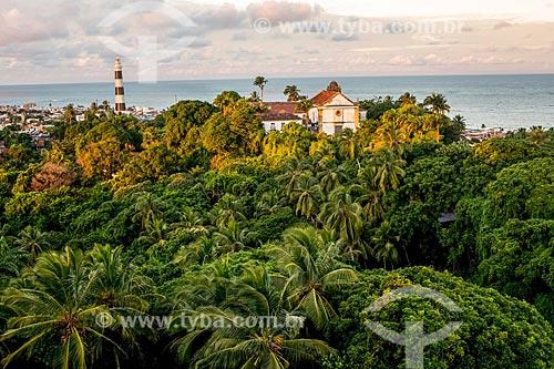 Pôr do sol na Igreja de Nossa Senhora da Graça e Seminário de Olinda - também conhecida como Colégio dos Jesuítas (1552) - com o Farol de Olinda (1941) ao fundo  - Olinda - Pernambuco (PE) - Brasil
