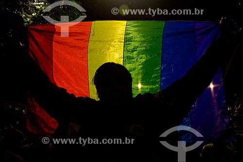 Detalhe da bandeira do orgulho LGBT durante o Ato nacional não ao golpe - nenhum direito a menos - na Avenida Presidente Vargas  - Rio de Janeiro - Rio de Janeiro (RJ) - Brasil