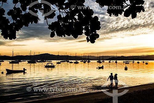 Pôr do sol na orla da Praia de Santo Antônio de Lisboa  - Florianópolis - Santa Catarina (SC) - Brasil
