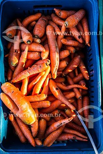 Detalhe de cenouras à venda na Feira Orgânica da Lagoa da Conceição  - Florianópolis - Santa Catarina (SC) - Brasil